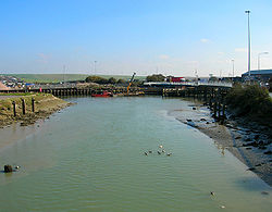 Newhaven Swing Bridge - Geograph - 592762.jpg