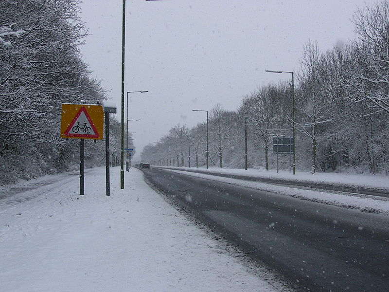 File:Snow on the A1001 - Coppermine - 15987.jpg