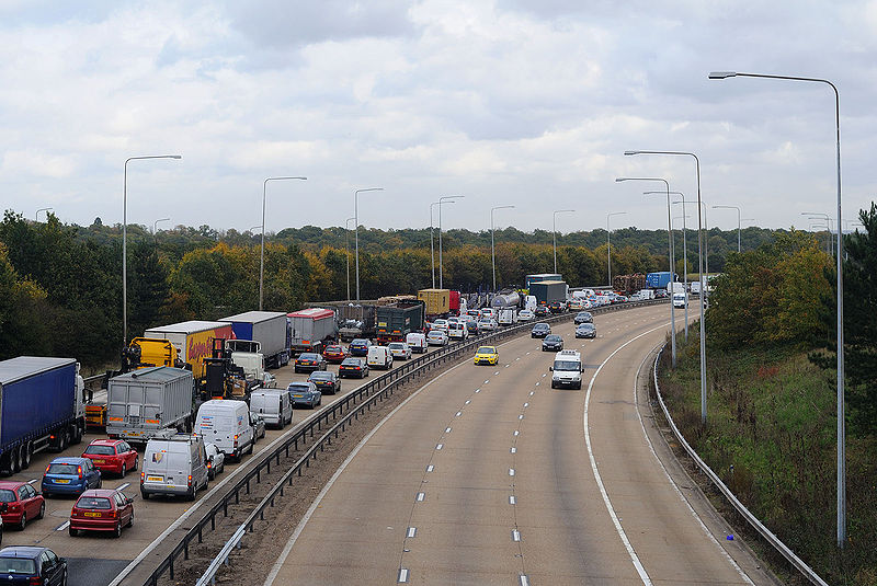 File:Queue on M25 near Potters Bar - Coppermine - 20419.jpg