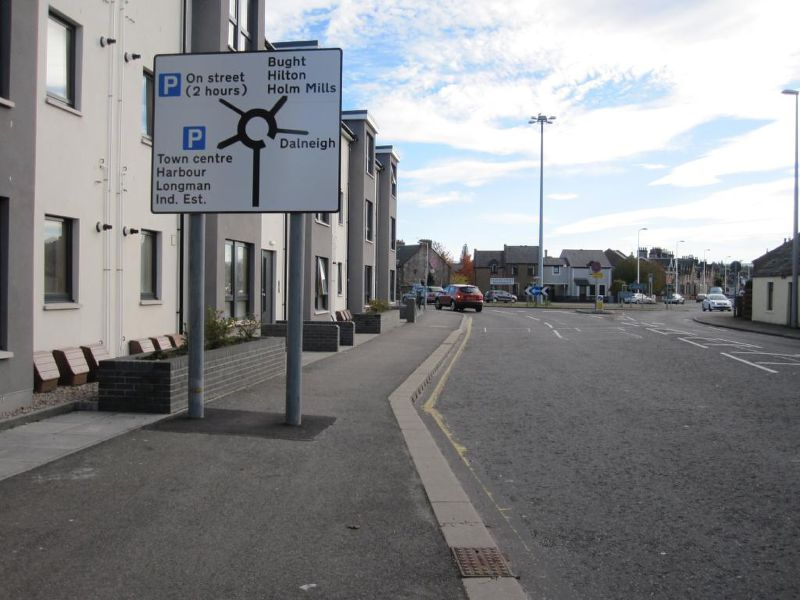 File:A862 Telford Street Roundabout sign.jpg