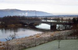 A91 bridge over the Forth - Geograph - 3626858.jpg