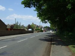 Harecroft Road - Geograph - 3982914.jpg