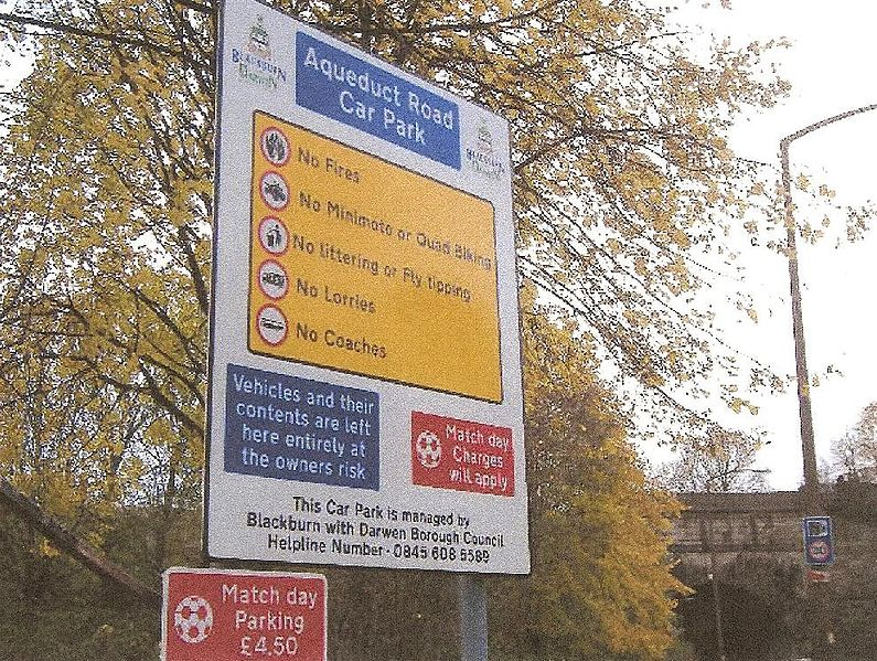 File:Car Park control signs - Coppermine - 9246.JPG