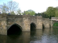 Bridge over the River Wye in Bakewell - Geograph - 1301.jpg