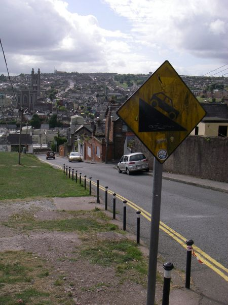 File:20180824-1533 - Steep Hill Warning, Old Youghal Road, Cork 51.905359N 8.470112W.jpg
