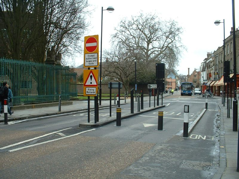 File:Cambridge bus gate on Bridge Street - Coppermine - 2488.jpg