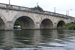 Maidenhead Bridge - Geograph - 948386.jpg
