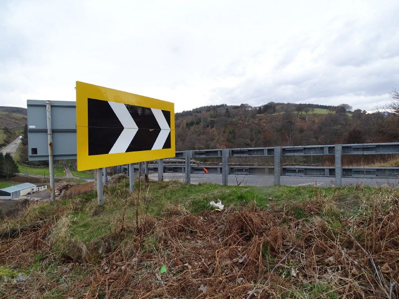 File:A9 Berriedale Braes Improvement - February 2019 hairpin chevron signs.jpg