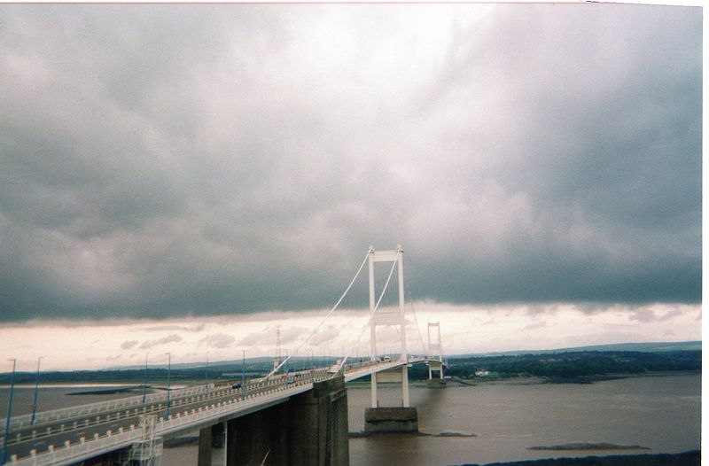 File:Severn Bridge - Cloudy In Both Countries - Coppermine - 17279.jpg