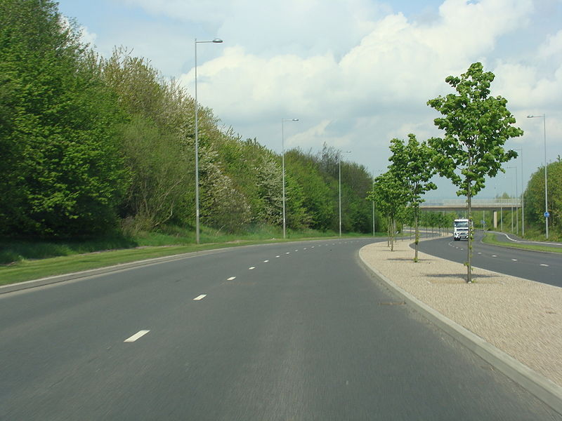 File:A5223 north of Newdale Cross.jpg