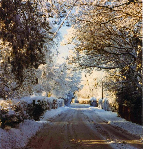 File:Rectory Lane in winter snow circa 1980 - Geograph - 1095048.jpg