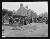 Workmen laying a new road 1909 - Flickr - 6197424145.jpg