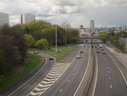 M621 north from Hunslet footbridge - Geograph - 4930296.jpg