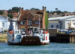 Cowes Chain Ferry - Geograph - 650273.jpg