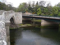Warkworth Bridges, old and new - Geograph - 1859815.jpg