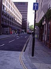 Do you beleive the sign or the road markings? Old Bailey in London - Coppermine - 5994.JPG