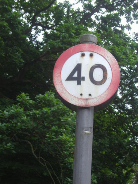 File:Pre-Worboys speed limit Bishops Avenue - Geograph - 1324628.jpg